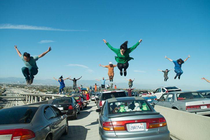 Fotograma de la coreografía inicial de 'La ciudad de las estrellas. La La Land'.