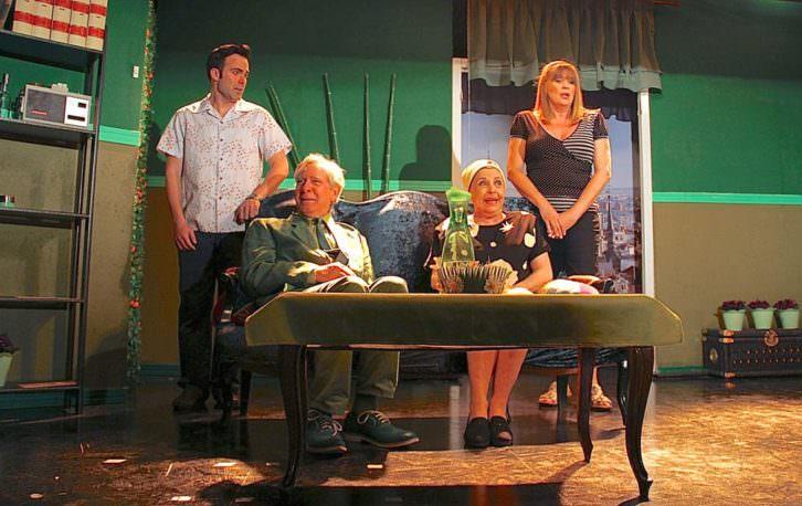 Escena de 'Cosas de papá y mamá. Imagen cortesía de Teatro Flumen.
