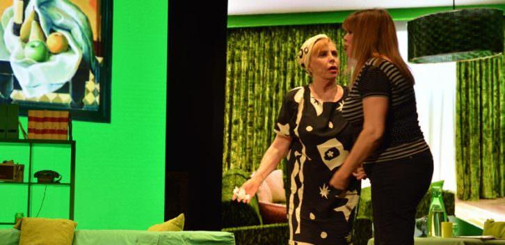 Escena de 'Cosas de papá y mamá'. Imagen cortesía de Teatro Flumen.