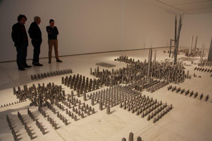 Espacio de batalla, de Miquel Navarro. Imagen cortesía del MACA.
