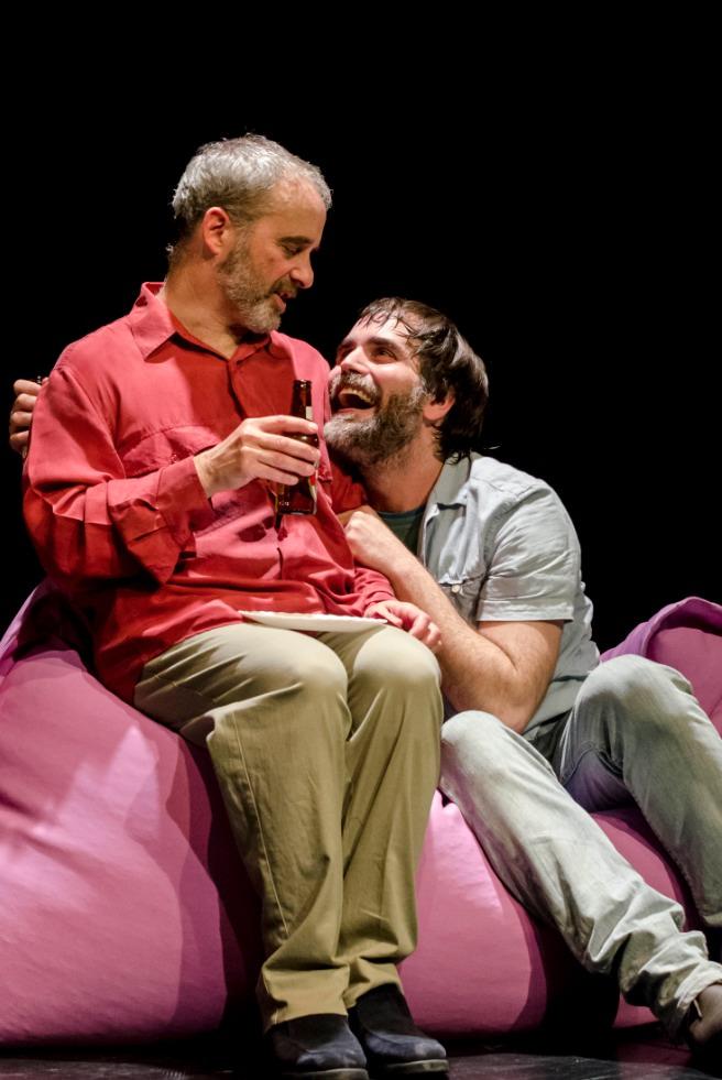Diego Braguinsky (izda) y Héctor Fuster en 'Trio'. Imagen cortesía de Teatre Rialto.