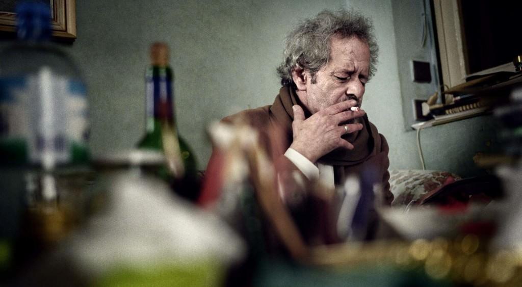 Instantánea doméstica del escritor rifeño Mohamed Chukri, cuya dipsomanía será objeto de aproximación en el ciclo 'Literatura & Alcohol'.