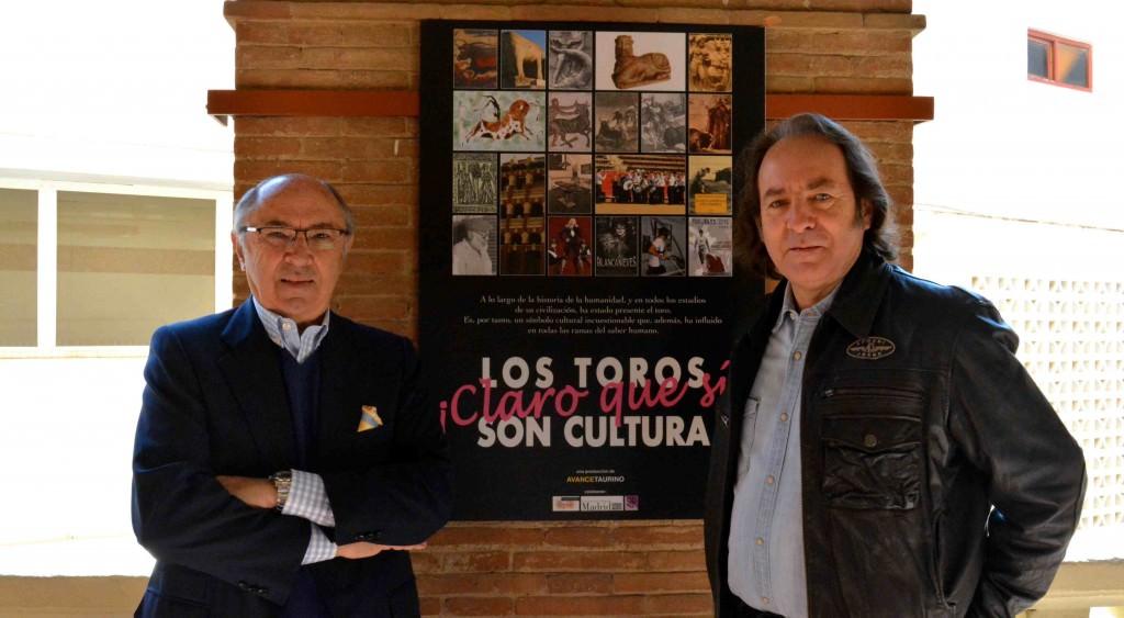 Pedro Toledano (izda) y Paco Delgado (drcha) durante un instante de la entrevista. Fotografía: Merche Medina.
