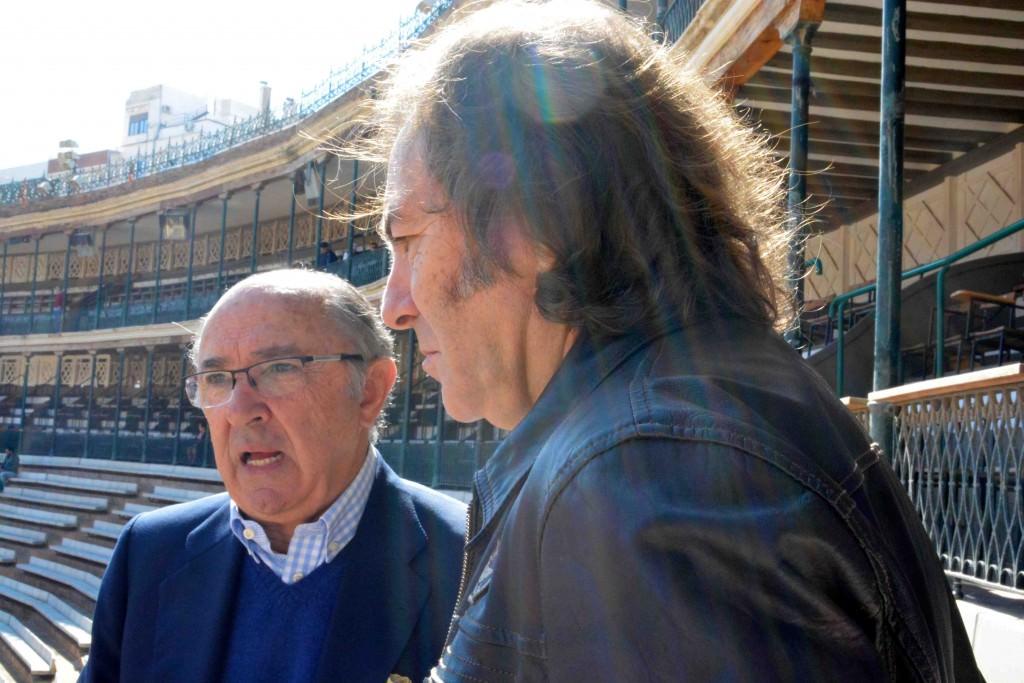 Pedro Toledano y Paco Delgado durante un instante de la entrevista. Fotografía: Merche Medina.