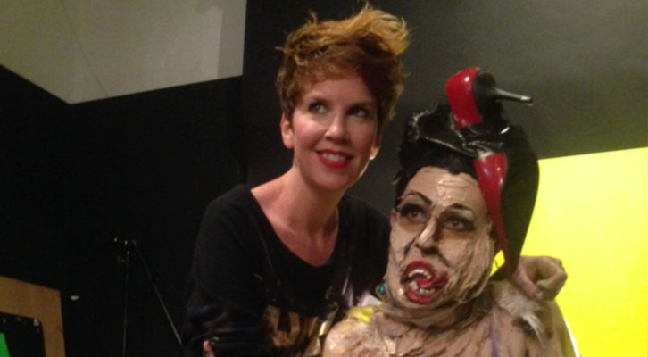 Marie-Lou Desmesules con una de sus esculturas vivientes.