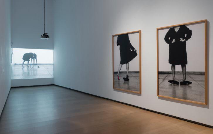 Vista de la exposición 'Helena Almeida. Corpus'. Imagen cortesía del IVAM.