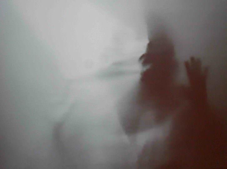 Imagen del video que contiene la exposición 'Helena Almeida. Corpus' en el IVAM.