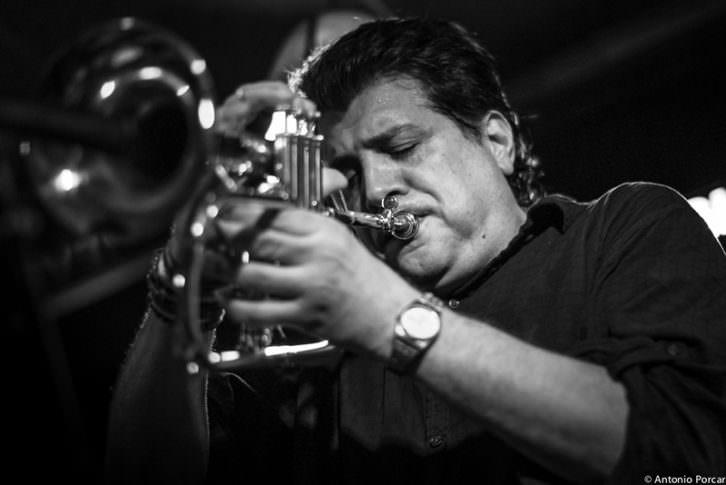 El trompetista Joe Magnarelli. Fotografía de Antonio Porcar cortesía de Jimmy Glass.