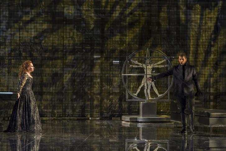 Escena de Lucrezia Borgia. Fotografía de Tato Baeza por cortesía de Les Arts.