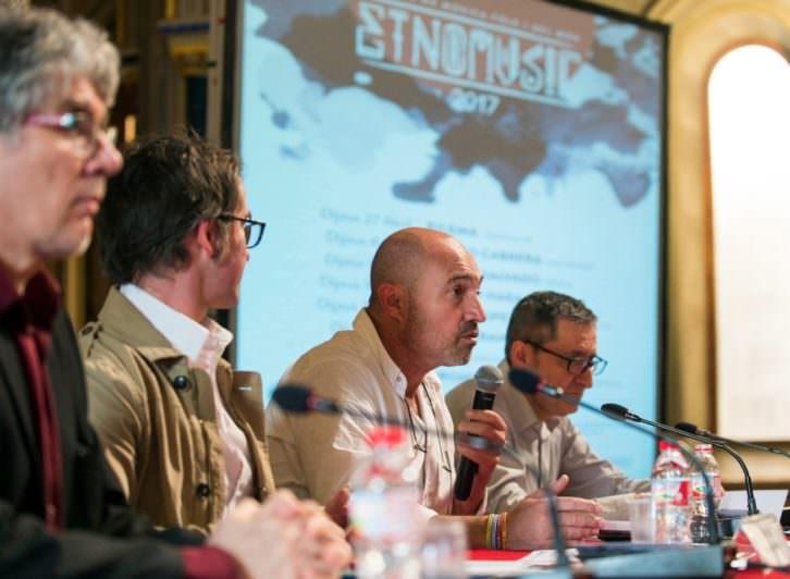 Responsables de Etnomusic durante su presentación. Fotografía de Raquel Abulaila por cortesía de MUVAET.