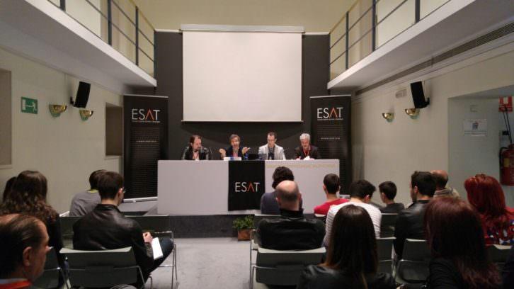 En la mesa, de izda a dcha, Gustavo Aranda, Jaime Torres, Daniel Argudo y Antonio Soto, responsables de ESAT. Imagen cortesía de la escuela.