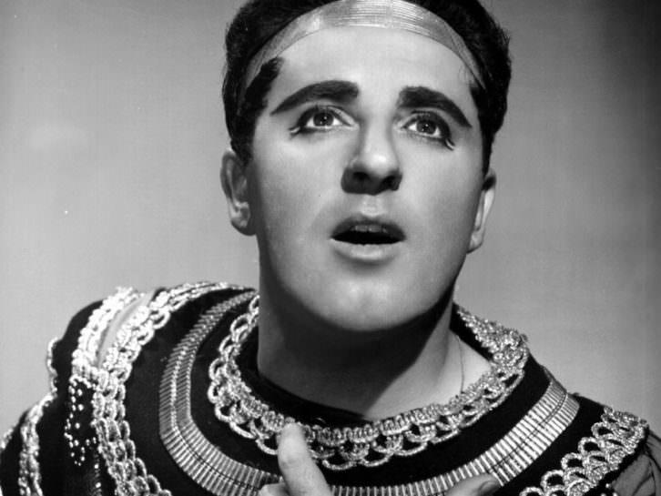 El tenor Carlo Bergonzi de Radamès.