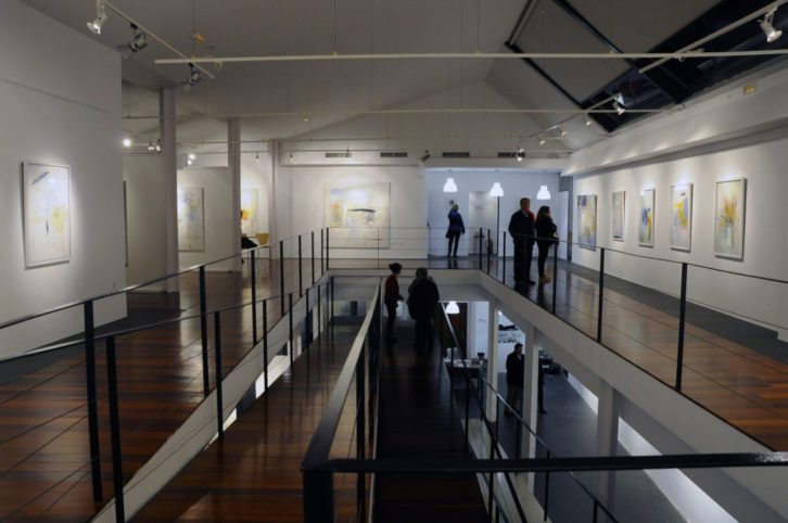 Imagen general de la exposición 'El alma en tránsito', de Rosa Padilla. Fotografía cortesía de la Casa del Cable.