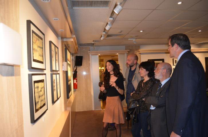 Un momento durante la inauguración de Retener la Mirada. Imagen cortesía CDAVC.