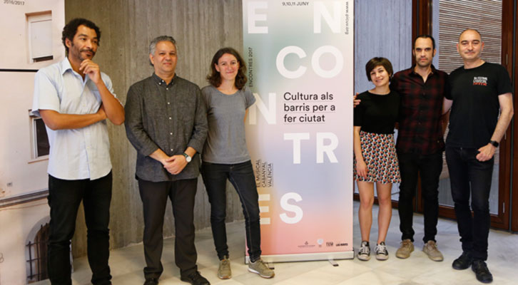 Representantes de la PiCUV y María Olivares (centro izda) en Teatre El Musical.