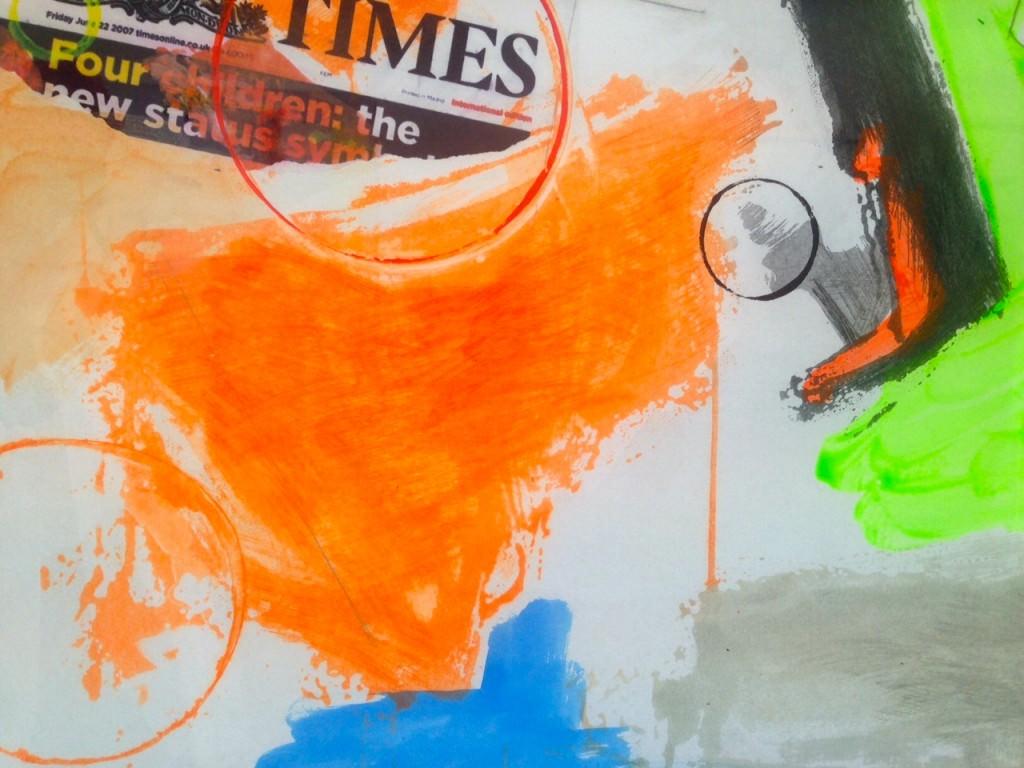 Imagen de detalle de la obra 'Variante Amarilla (The Times)', de Joaquín Capa, presente en la exposición. Fotografía: Merche Medina.
