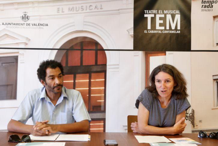 Ximo Rojo y María Oliver durante la presentación de Encontres 2017. Imagen cortesía de Teatre El Musical.