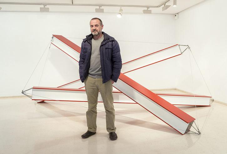 Xavier Arenós en su exposición 'La presencia y la ausencia'. Imagen cortesía del IVAM.