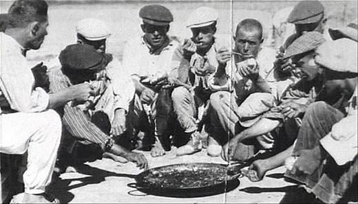 Paella después de la cosecha del arroz. Imagen del archivo de Rafael Solaz.