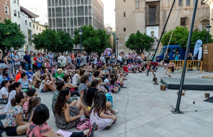 'Au Pied', espectáculo de calle. Imagen cortesía de Tercera Setmana.