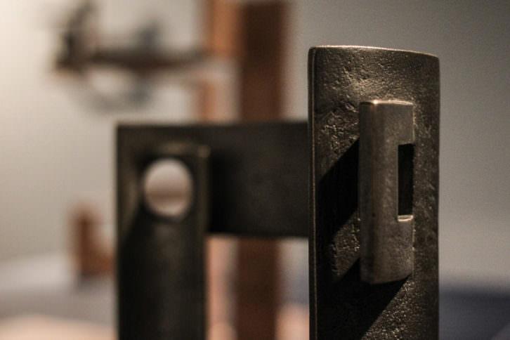 Una de las piezas del escultor Jose Ramón Anda, que forma parte del proyecto expositivo que revisa su obra. Fotografía cortesía del Museo Oteiza.