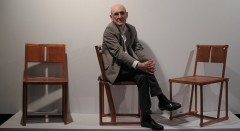 Instantánea del escultor Jose Ramón Anda, con motivo del proyecto expositiva que revisa su obra. Fotografía cortesía del Museo Oteiza.