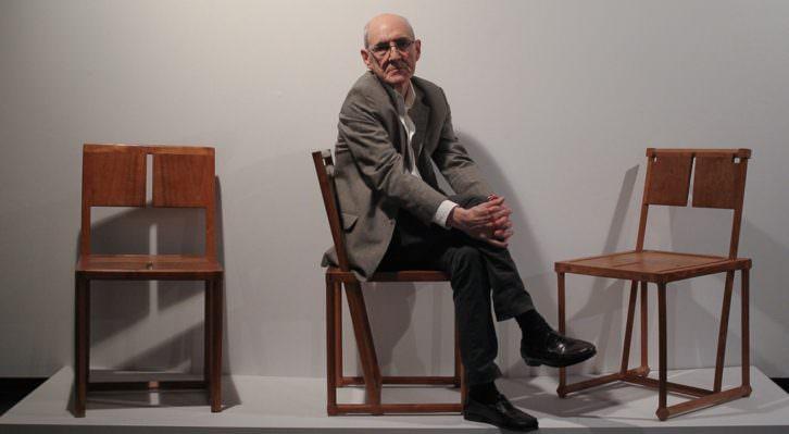 Instantánea del escultor Jose Ramón Anda, con motivo del proyecto expositivo que revisa su obra. Fotografía cortesía del Museo Oteiza.