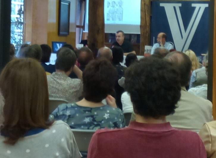 Lorenzo Silva en un momento de la presentación de su novela 'Recordarán tu nombre', en la Librería Estvdio. Foto: Danae N