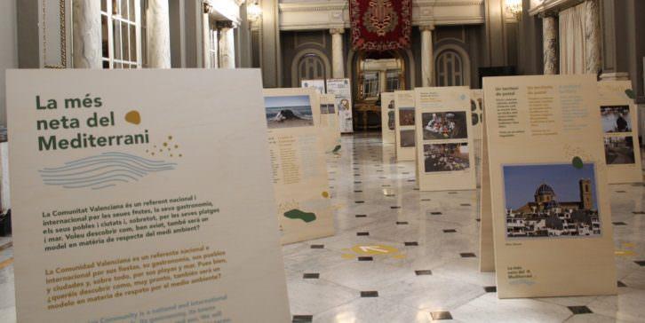 Visión de la muestra 'La más limpia del Mediterráneo' en el Salón de Cristal del Ayuntamiento de Valencia. Imagen cortesía de la organización.