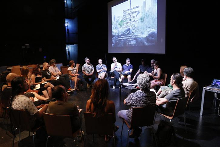 Gestores culturales de diferentes partes de España durante su encuentro en el Teatre El Musical. Imagen cortesía de Encontres 2017.