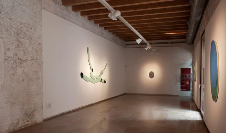 Vista de la exposición 'Vigilias' de Toni Cucala. Imagen cortesía de E CA.