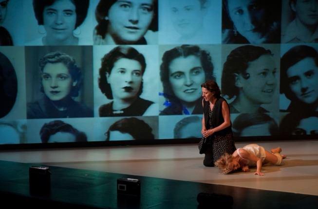 Escena de 'Solo son muejres', de Carme Portaceli, nominada a Mejor Espectáculo.