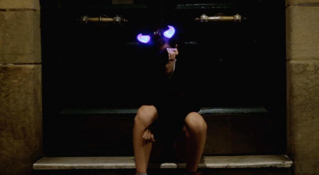 Fotograma de la película 'La chica de la luz', del colectivo Las chicas de Pasaik, presente en la exposición. Fotografía cortesía de Playtime Audiovisuales.