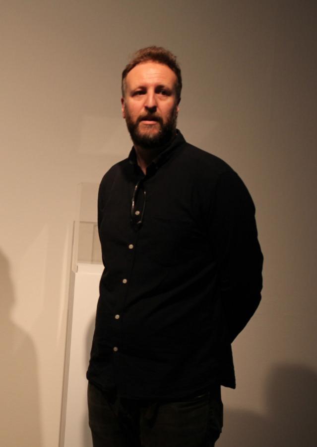 Hugo Martínez-Tormo en su exposición. Imagen cortesía del Centre del Carme.