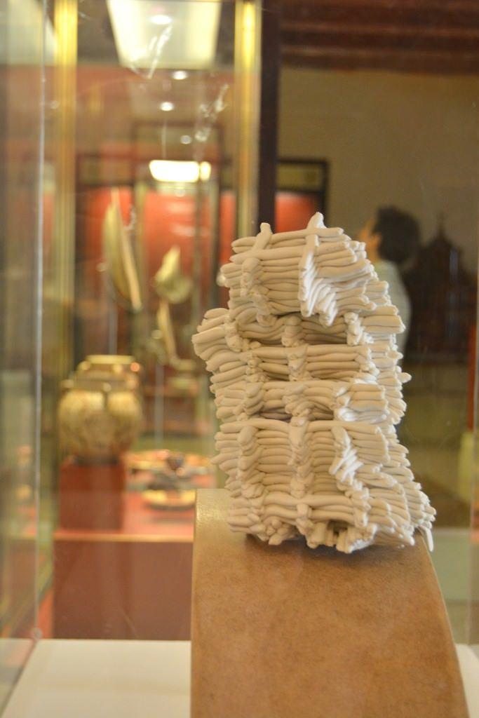 Pieza de la exposición Obsessions. Imagen cortesía del Museo de Cerámica.