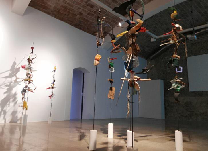 Vista de la exposición 'No solo mires. Escucha', de Pepe Gimeno. Imagen cortesía del E CA.
