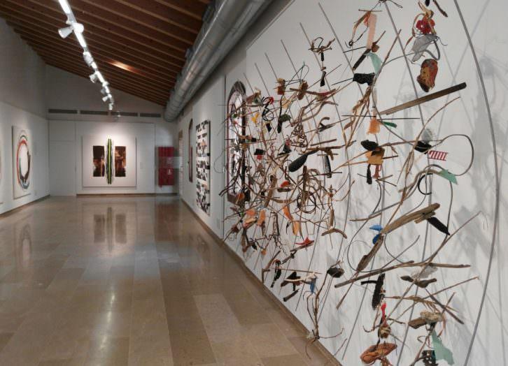 Vista de la exposición 'No solo mires. Escucha', de Pepe Gimeno. Imagen cortesía del ECA.