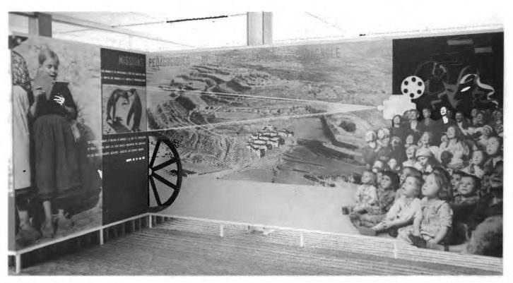Pabellón Español de 1937 (París). Panel con el montaje dedicado a las Misiones Pedagógicas. Foto Koller por cortesía de Alejandro Macharowsky.