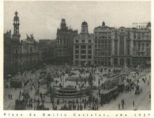 Plaza del Ayuntamiento en el año 1937. Imagen publicada en 'Artistas en Valencia 1936-1939'. Imagen cortesía de Alejandro Macharowski.