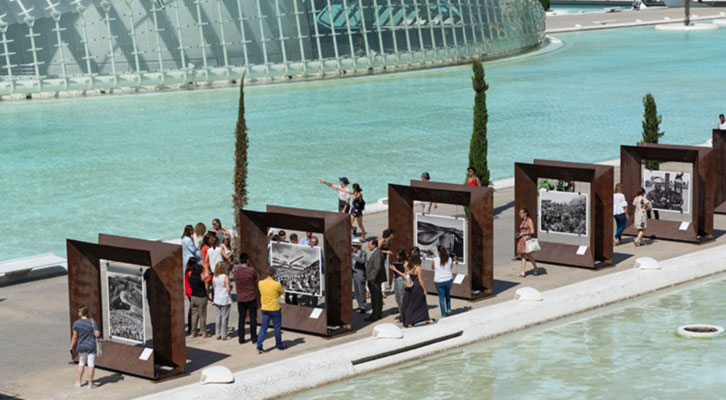 Obras de Sebastiao Salgado en la Ciutat de les Arts i les Ciències de Valencia. Imagen cortesía de Obra Social la Caixa.