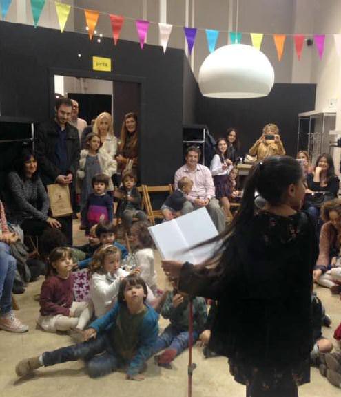 Uno de los talleres didácticos de la pasada edición del festival del libro SINDOKMA que del 27 al 29 de octubre se celebrará en La Nau. Fotografía, archivo José Ramón Alarcón.