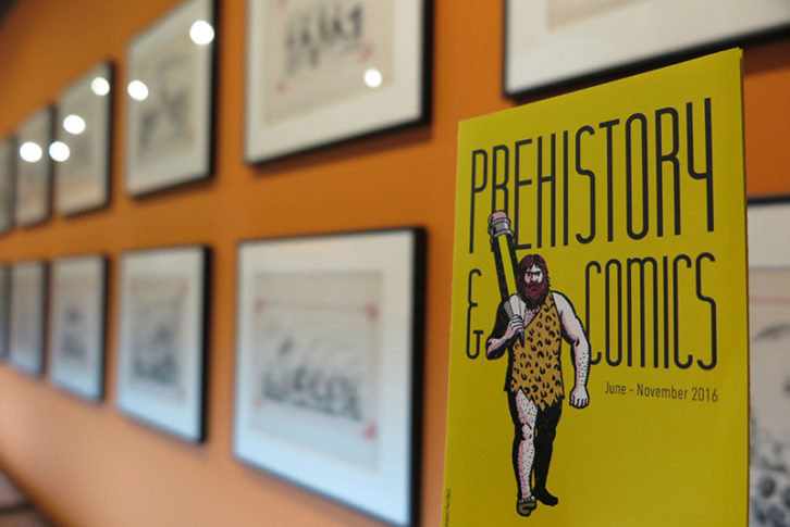 Vista de la exposición 'Prehistòria i Còmic' en Xàtiva. Imagen cortesía de la Diputación de Valencia.