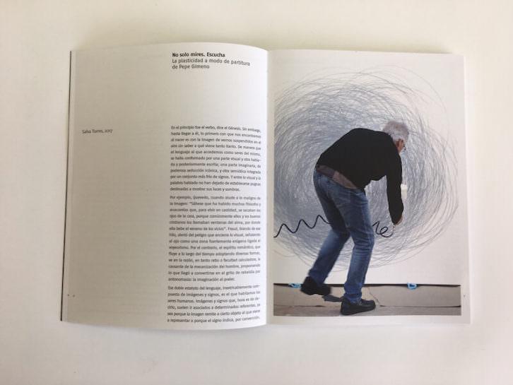 Pepe Gimeno en una imagen del interior del catálogo editado de su exposición. Imagen cortesía del E CA de Riba-roja.