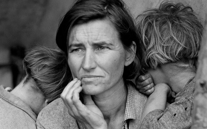 Obra de Dorothea Lange, alusiva a la Gran Depresión americana referida en 'Las uvas de la ira'.