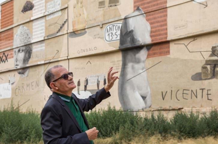El director del IVAM José Miguel Cortés durante la presentación del mural de Escif. Imagen cortesía del IVAM.