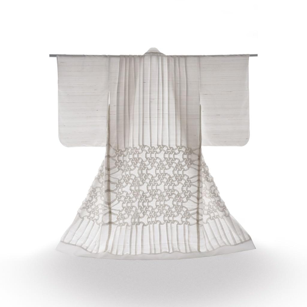 Imagen trasera de la pieza 'Kimono', de Pierre Louis Geldenhuys, presente en la exposición. Fotografía: Espacio de Luz.