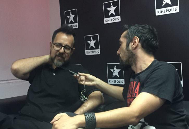 Paco Plaza (izda), entrevistado por Javier Caro.