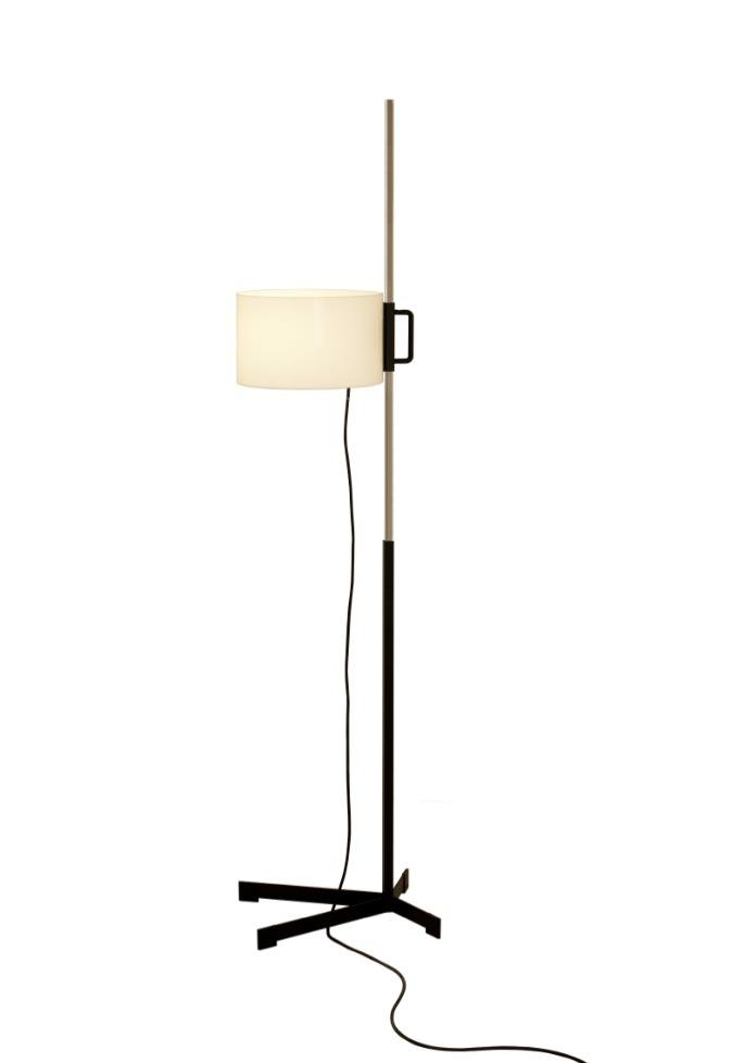 Lámpara de pie TMC de Miguel Milá. Imagen cortesía de Santa & Cole.