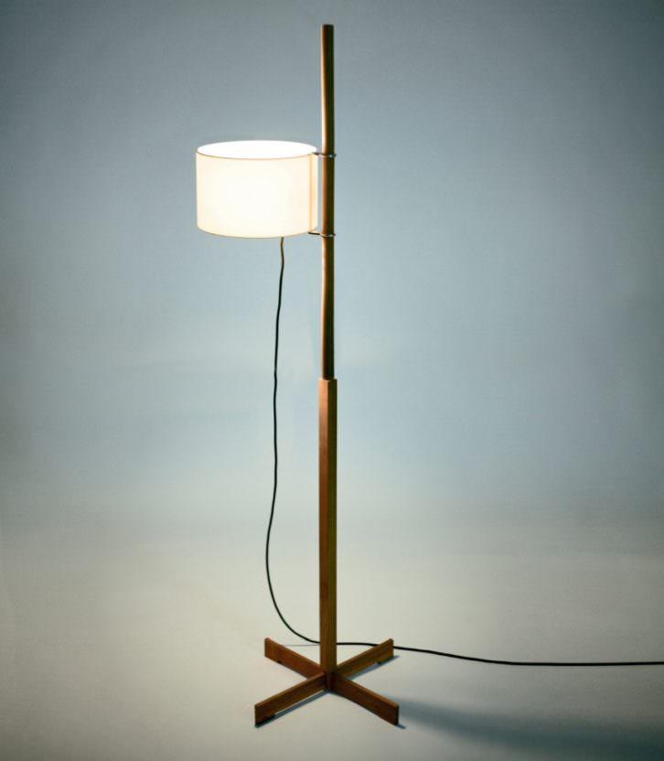 Lámpara de pie TMM de Miguel Milá. Imagen cortesía de SantaCole.