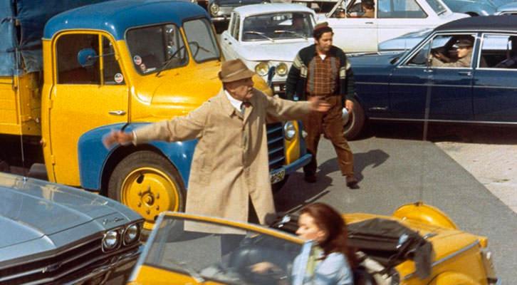 Fotograma de Tráfico, de Jacques Tati. Imagen cortesía de la Filmoteca de Valencia.